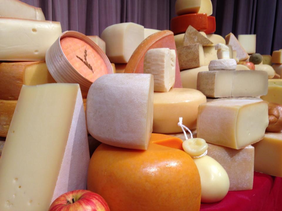 100種類以上の日本のチーズが自由に試食できるイベント