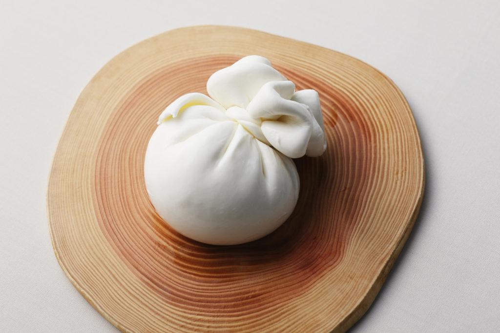 「ブッラータ」のストーリー&美味しい食べ方、知っていますか?