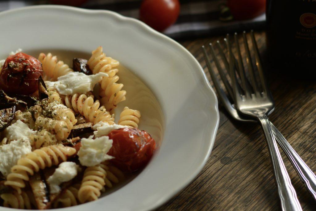 モッツァレラとトマトとナスのサラダパスタ|こだわりレシピ