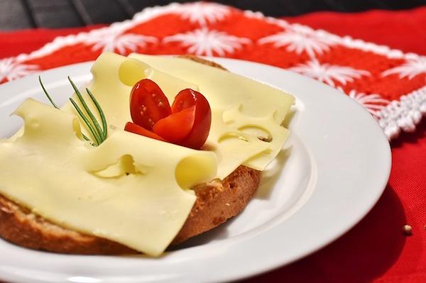 cheese-bread-1227623_640