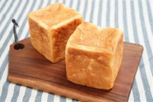 バターたっぷりの角食パン