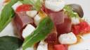 暑い夏にさっぱりと。モッツァレラ&トマトで、マグロのカルパッチョをアレンジ|簡単レシピ
