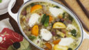 野菜とパンチェッタをコトコト。仕上げのモッツァレラが決め手のスープ|簡単レシピ