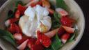 うま味たっぷりの醤油とバルサミコで食べる!ブッラータ&いちごのサラダ| 簡単レシピ