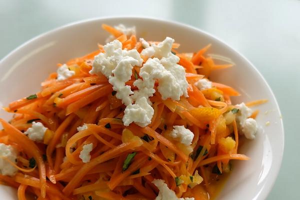 リコッタをプラス!オレンジ色のビタミンたっぷりサラダ|牧場カフェのチーズレシピ