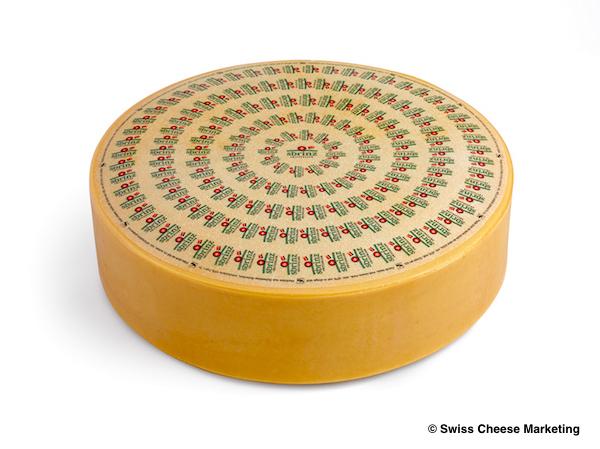 《ハイジの国のチーズたち》かつお節のように削る「スブリンツ」は硬さも味もトップクラス